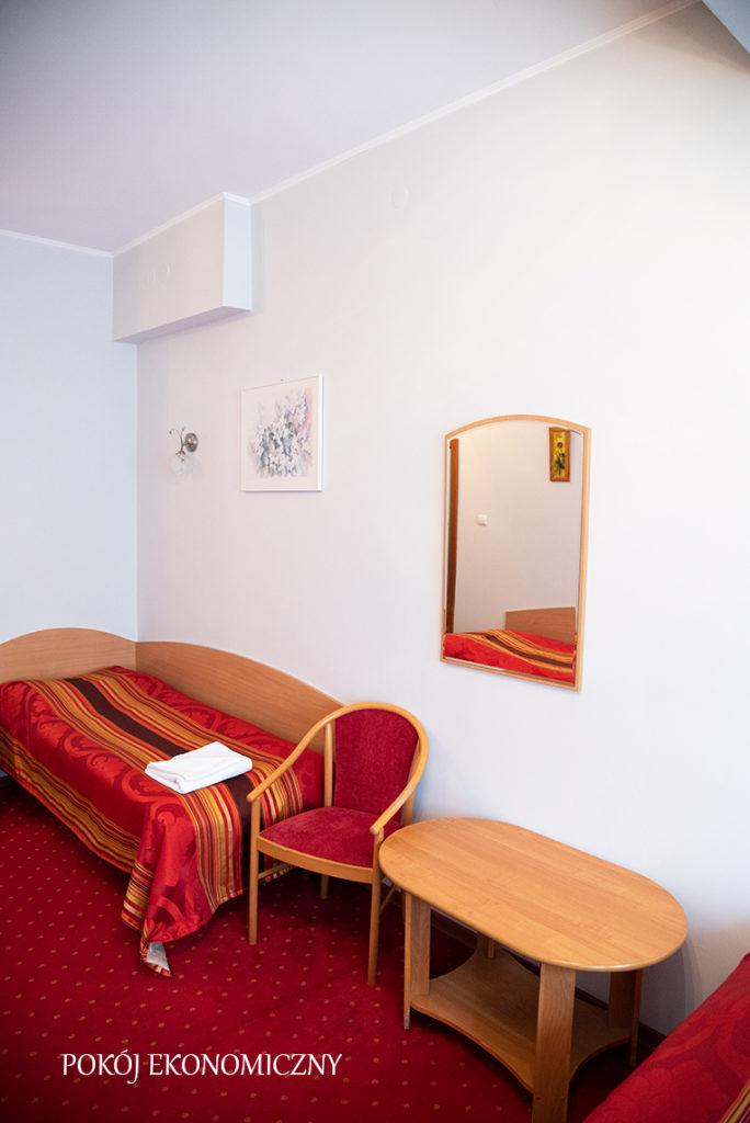 pokój ekonomiczny w hotelu baron w Ciechanowie
