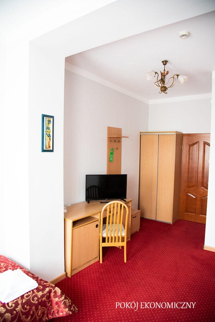 pokoje ekonomiczne hotel Baron w Ciechanowie